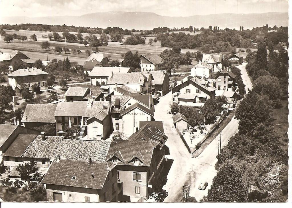 Village avec en haut à gauche la mairie /école